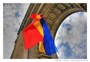 Tricolorul Romaniei la Arcul de Triumf Foto B Stanciu
