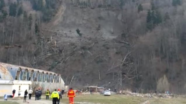 alunecare-masiva-de-teren-azuga-familii-evacuate-453569